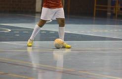 Jugador de Futsal en el pasillo de deportes Fotografía de archivo