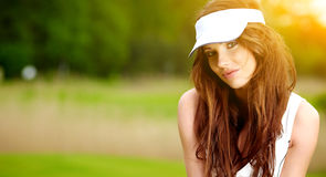 Jugador de golf femenino hermoso Imágenes de archivo libres de regalías