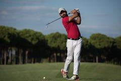 Jugador de golf que golpea la posibilidad muy remota Imagen de archivo libre de regalías