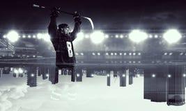 Jugador de hockey que celebra la victoria Técnicas mixtas Imagen de archivo libre de regalías