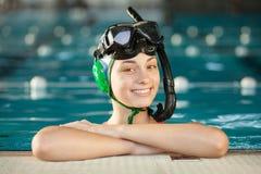 Jugador de hockey subacuático joven Imágenes de archivo libres de regalías