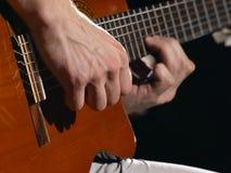 Jugador de la guitarra acústica Fotografía de archivo