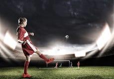 Jugador de la hembra del fútbol Fotos de archivo libres de regalías
