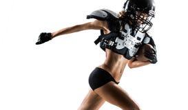 Jugador de la mujer del fútbol americano en la acción Foto de archivo