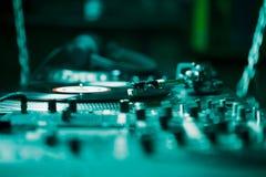Jugador de música audio del disco de vinilo de la placa giratoria profesional Imágenes de archivo libres de regalías