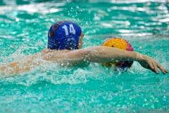 Jugador de polo del agua en el campeonato rumano del polo Imagen de archivo