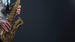 Jugador de saxofón almacen de metraje de vídeo