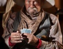Jugador de tarjeta que fanfarronea fotografía de archivo libre de regalías