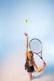 Jugador de tenis atractivo imagen de archivo
