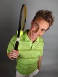 Jugador de tenis atractivo joven Fotografía de archivo libre de regalías