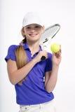 Jugador de tenis bonito de la muchacha en el backgroud blanco en estudio Fotografía de archivo
