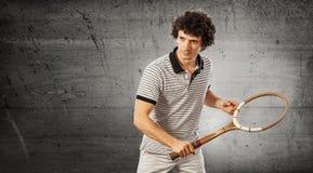 Jugador de tenis con la estafa del vintage Foto de archivo libre de regalías