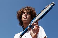 Jugador de tenis con la estafa durante un juego de partido fotos de archivo
