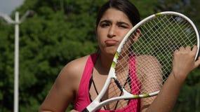 Jugador de tenis confuso del adolescente de la muchacha Imagen de archivo libre de regalías