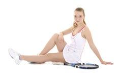 Jugador de tenis de sexo femenino hermoso joven que se sienta con la estafa Imagen de archivo libre de regalías
