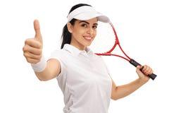 Jugador de tenis de sexo femenino que da un pulgar para arriba Imagenes de archivo