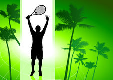 Jugador de tenis en fondo tropical verde Foto de archivo