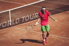 Jugador de tenis en la acción Foto de archivo libre de regalías