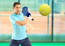 Jugador de tenis de la paleta fotografía de archivo libre de regalías
