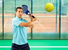 Jugador de tenis de la paleta imagen de archivo