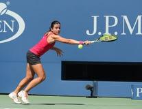 Jugador de tenis profesional Anastasija Sevastova de Letonia en la acción durante su partido redondo cuatro del US Open 2016 imagenes de archivo