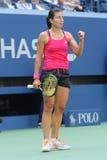 Jugador de tenis profesional Anastasija Sevastova de Letonia en la acción durante su partido redondo cuatro del US Open 2016 fotos de archivo