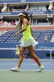 Jugador de tenis profesional Caroline Garcia de Francia en la acción durante partido final de los dobles de las mujeres del US Op Imagen de archivo