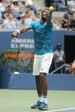Jugador de tenis profesional Gael Monfis de Francia en la acción durante su partido 2016 del cuarto de final del US Open Imagen de archivo