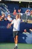 Jugador de tenis profesional Gilles Simon de Francia durante el partido redondo 4 contra el campeón Marin Cilic del US Open 2014 Foto de archivo