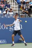 Jugador de tenis profesional Gilles Simon de Francia durante el partido redondo 4 contra el campeón Marin Cilic del US Open 2014 Imagenes de archivo