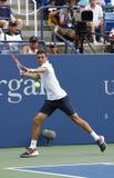 Jugador de tenis profesional Gilles Simon de Francia durante el partido redondo 4 contra el campeón Marin Cilic del US Open 2014 Imagen de archivo