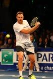 Jugador de tenis profesional Jack Sock de Estados Unidos en la acción durante evento del tenis del aniversario del arreglo de cue Fotos de archivo