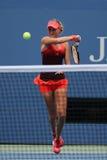 Jugador de tenis profesional Kristina Mladenovic de Francia en la acción durante su partido del US Open 2015 Foto de archivo