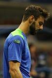 Jugador de tenis profesional Marcel Granollers de España en la acción durante el partido redondo 2 del US Open 2016 en el centro  Imágenes de archivo libres de regalías