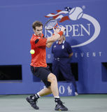 Jugador de tenis profesional Marcel Granollers durante cuarto partido de la ronda en el US Open 2013 contra Novak Djokovic Imagenes de archivo