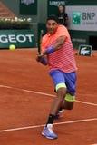 Jugador de tenis profesional Nick Kyrgios de Australia en la acción durante su tercer partido de la ronda en Roland Garros 2015 Foto de archivo libre de regalías