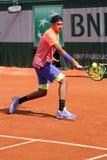 Jugador de tenis profesional Nick Kyrgios de Australia en la acción durante su tercer partido de la ronda en Roland Garros 2015 Imagen de archivo libre de regalías
