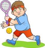Jugador de tenis que intenta golpear la bola Fotografía de archivo libre de regalías