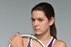 Jugador de tenis de sexo femenino adolescente serio Imágenes de archivo libres de regalías