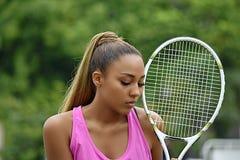 Jugador de tenis de sexo femenino y fracaso del adolescente apto Foto de archivo