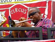 Jugador de trompeta en el carnaval Londres, Inglaterra de Notting Hill Imagen de archivo libre de regalías