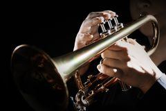Jugador de trompeta Trompetista que juega jazz foto de archivo
