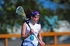 Jugador del lacrosse de las muchachas con la bola Imagen de archivo