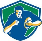 Jugador del rugbi que corre manteniendo el escudo retro Fotografía de archivo