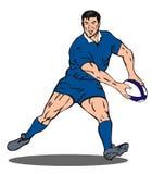 Jugador del rugbi que pasa la bola Fotografía de archivo
