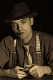Jugador del viejo estilo con la cubierta y el cigarro Imagen de archivo