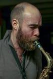 Jugador joven del saxophon Imagen de archivo