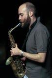 Jugador joven del saxophon Fotografía de archivo libre de regalías