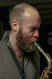 Jugador joven del saxophon Imágenes de archivo libres de regalías
