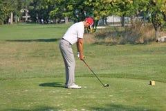 Jugador no identificado en el campo de golf Imagen de archivo
